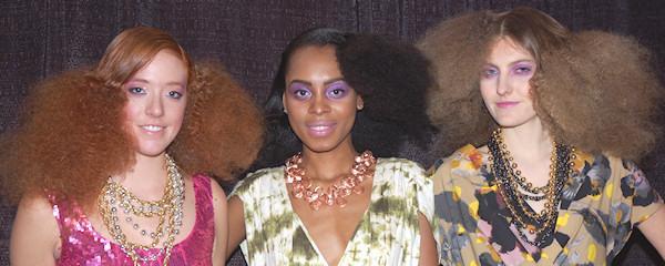 Haarproducten voor krullen op IBS New York